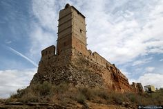 CASTLES OF SPAIN - Castillo de Villafeliche ( Zaragoza).Se sabe que este castillo ya existía en época musulmana pues fue conquistado por Alfonso I en 1121. En 1133, Alfonso VII de Castilla donó este castillo al obispo de Sigüenza.  Pedro II lo dio a su madre doña Sancha en 1205 y en 1211 a los monjes del Monasterio de Piedra, recuperándolo para la Corona Jaime I en 1219. En 1253, este monarca lo entregó al obispado de Tarazona. Desde 1366 perteneció a los López de Luna.