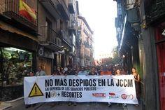 """Cientos de interinos manifiestan en Toledo para """"defender sus puestos de trabajo hasta el final"""""""