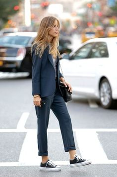 switch out the sneakers for some heels + this navy suit is office-ready! | Skirt the Ceiling | skirttheceiling.com