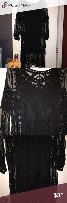 Back lace dress Super cute and flowy black lace dress. Never worn. Perfect for a night out! Dresses Midi