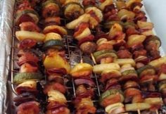 Sertés saslik Hot Dogs, Sausage, Bacon, Bbq, Food And Drink, Meat, Drinks, Ethnic Recipes, Crickets