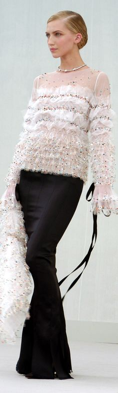 Chanel ● Spring 2004 Couture                                                                                                                                                                                 More