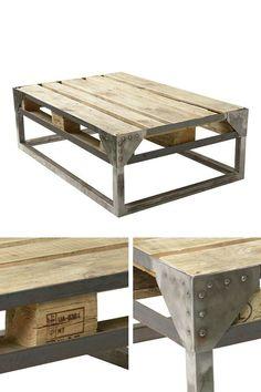 Table basse industrielle en palette  http://www.homelisty.com/table-basse-industrielle/