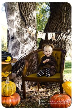cute idea by Dear Kate Studios to do Halloween mini sessions.