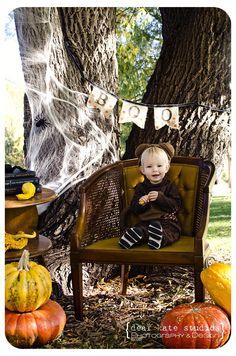 cute idea by Dear Kate Studios to do Halloween mini sessions.