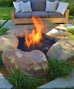 Ha terveid között szerepel tűzrakóhely építése a kerti sütögetéshez, de még nem döntötted el, hogy milyet is szeretnél, az alábbi képek alapján...