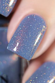 Want some ideas for wedding nail polish designs? This article is a collection of our favorite nail polish designs for your special day. Read for inspiration Nail Polish Designs, Nail Polish Colors, Nail Designs, Bright Summer Acrylic Nails, Wedding Nail Polish, Manicure, Gel Nails At Home, Nagellack Trends, Holographic Nail Polish