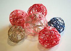 Les boules en laine et ficelle