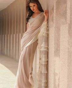 Do you need the best quality Modern Indian Sari kind of like Classic Saree plus Bollywood sari then you'll like this Click VISIT link for more details indianfashion Indian Attire, Indian Ethnic Wear, Indian Outfits, Look Fashion, Indian Fashion, Collection Eid, Farewell Sarees, Formal Casual, Color Style