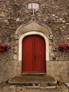 abriendo-puertas:    Church Portal, France by theaspiringphotographer