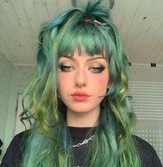 Green Hair Streaks, Green Hair Colors, Cool Hair Color, Emerald Green Hair, Neon Green Hair, Dark Green Hair, Green Hair Girl, Aesthetic Hair, Aesthetic Grunge