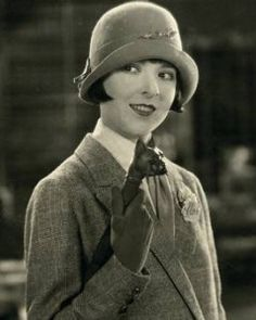 Inspiration for Olive Belgrave in The Egyptian Antiquities Murder, Book 3 of the High Society Lady Detective Series by Sara Rosett. Coco Chanel 1920s, Detective Outfit, Silent Screen Stars, 1920s Aesthetic, Detective Aesthetic, Colleen Moore, Vintage Outfits, Vintage Fashion, Louise Brooks