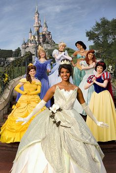 The princesses at Disneyland Paris! Oh my gosh I would LOVE to meet tiana she is my favorite! Parc Disneyland, Disneyland Princess, Cinderella Princess, Princess Aurora, Princess Bubblegum, Disney Theme, Disney Girls, Disney Love, Disney Disney