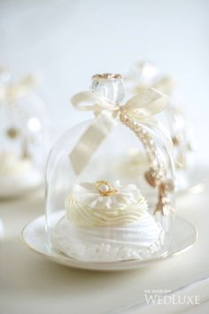 WedLuxe– Fleur Blanche | Photography by: Krista Fox Photography Follow @WedLuxe for more wedding inspiration!
