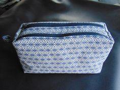 Trousse Zip-Zip cousue par Carine  - Tissu(s) utilisé(s) : Tissu jacquard  - Patron Sacôtin : Trousse Zip-Zip     (Trousse double zip compartimentée)