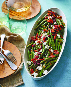 45 Easy Green Bean Recipes That Complement Any Main Dish Fresh Green Bean Recipes, Green Beans With Bacon, Dinner Side Dishes, Main Dishes, Thanksgiving Dinner Sides, Holiday Dinner, Thanksgiving Recipes, Side Dish Recipes, Vegetable Recipes