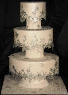 Snowflake Wedding Cake  really like this idea but will need red     snowflake decorations for weddings
