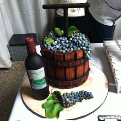 Beautifully done wine cake...the shading in all those grapes, the bottle, the wood grain of the barrel.