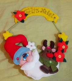 Guirlanda de Natal, papai noel e rena em feltro com enchimento de fibra sintética.  PRONTA ENTREGA R$ 52,00