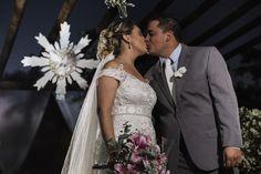 Depois do sim o beijo de Andreia e Cristiano, com o espírito santo ao fundo