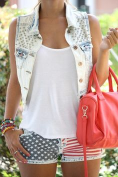 4th of July outfit. LOOVE these shorts