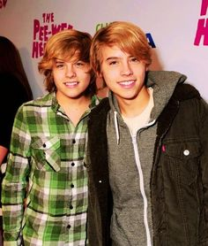 Last additions - Cole & Dylan Sprouse - Retro Photos. Sprouse Bros, Cole M Sprouse, Cole Sprouse Jughead, Gilmore Girls, Dylan Sprouse Girlfriend, Cody Martin, Zack E Cody, Cole Sprouse Wallpaper, Filipino Fashion