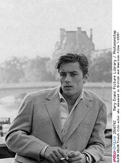 In the late and early Alain Delon was the breathtakingly good-looking James Dean of French cinema. The 'male Brigitte Bardot' soon proved to be also a magnificent actor in masterpieces by Luchino Visconti and Michelangelo Antonioni. Classic Hollywood, Old Hollywood, Film Images, French Films, Brigitte Bardot, Belle Photo, Vintage Men, Character Inspiration, Vintage Photos