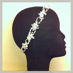 Cinta de novia con perlas y cristales.