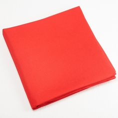 Ce fukusa est fait de soie rouge, couleur attribuée aux femmes, tel que le veut la tradition de l'école de... Matcha, Tea Ceremony, Plastic Cutting Board, Gift Ideas, Red Silk, Red Color, Women