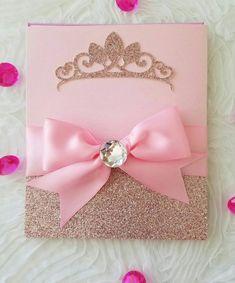 Princesa hermosa invitación... esta invitación se hace con escarcha y papel craft, la princesa es ideal para tú próximo evento importante como sweetsixteen, o quinceañera Recuerde que la invitación es la primera impresión que le das a invita... diseñamos en cualquiera color o según