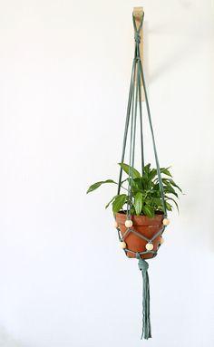 Suspension pour plante en traphilo avec des perles de bois retrouvez toutes - Suspension pour plante ...