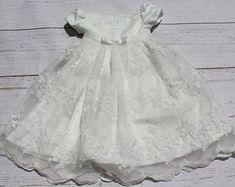 efc1d61b8 Artículos similares a Bautismo vestido blanco bautizo vesti do del  ganchillo bebé bautismo Vestido de primer