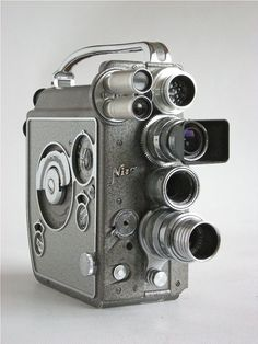 Nizo Heliomatic 8 Reflex Standard 8mm Movie / Cine camera. Introduced in 1960. Made in Germany.