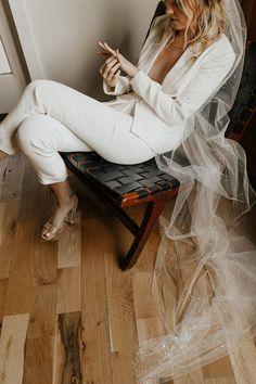 romantic wedding hair Modern + Romantic Wedding Inspiration in Minimal Ranch Home Civil Wedding, Courthouse Wedding, Perfect Wedding, Dream Wedding, Top Wedding Dress Designers, Romantic Wedding Inspiration, Braut Make-up, Bridal Fashion Week, Wedding Suits