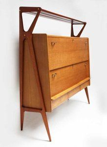 I would love to have a home mini bar just like this! Gorgeous, clean lines. Italian bar cabinet by Louis Paolozzi, Edition Godefrid 1950. Made of oak and mahogany, 3 drawers and two hinged doors. Brass handles and two brass keys. #midcentury #modern #50s