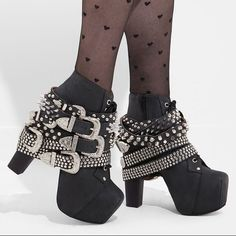 Shop Women's Jeffrey Campbell Black size 9 Ankle Boots & Booties at a discounted price at Poshmark. Grunge Style, Soft Grunge, Galaxy Converse, Heeled Boots, Bootie Boots, Shoe Boots, Punk Fashion, Fashion Shoes, Womens Fashion