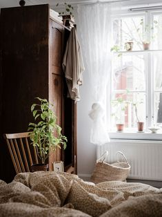 Country Home Decor For Sale. Want To Find Out About Home Decorating? Home Interior, Interior Design, Design Design, Cheap Bedroom Decor, Country Style Homes, Scandinavian Home, Simple House, Beautiful Bedrooms, Elle Decor
