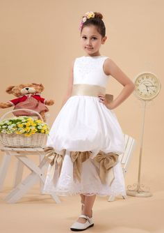 2015 Taffeta Zipper Bowknot Sleeveless White Tiers Straps Ruffled Tea Length Flower Girl Dresses FGD