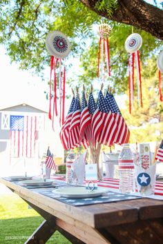 Easy July Decor Ideas with free printable templates and tutorial from PagingSupermom Fourth Of July Decor, 4th Of July Celebration, 4th Of July Decorations, 4th Of July Party, July 4th, Birthday Decorations, July Crafts, Holiday Crafts, Summer Crafts