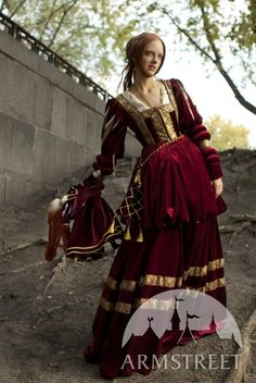 SALE Renaissance Nobility Royal Red Velvet Dress by armstreet Easy College Halloween Costumes, Easy Halloween Costumes For Women, Halloween Halloween, Trendy Halloween, Easy Costumes, Family Halloween, Halloween Makeup, Easy Last Minute Costumes, Renaissance Dresses
