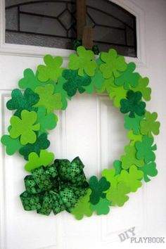 Dollar Store Wreath: Can you believe this beautiful wreath cost just $4 to make? Even better, everything you need to make one can be found at the dollar store. Click through to find easy DIY crafts to make with your kids on St. Patrick's Day.