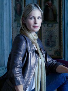Hot moms: Lily van der Woodsen. I wouldn't bring boys home with her around. HA!