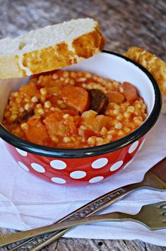Hungarian Cuisine, Chana Masala, Food And Drink, Ethnic Recipes, Dinner Ideas, Drinks, Red Peppers, Drinking, Beverages