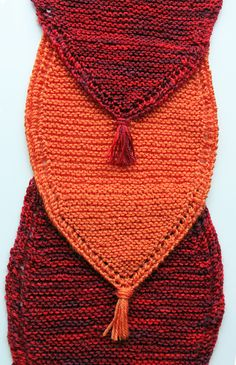 Cowl made out of 10 pointed pieces knitted in garter stitch and joined together while working. There are little eyelets along the edge and tassles at the end of each point. The length allows the cowl to be draped around your neck 2 or 3 times. The composition shows best when using two different colour yarns.
