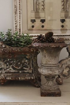 urn and jardiniere Shabby Chic Garden, Shabby Chic Urns, Urn Planters, Garden Urns, French Country Style, Rustic Style, French Decor, Architectural Salvage, Natural Living