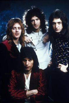 Met Queen scoorde Freddie Mercury (onder) ontelbare legendarische hits.