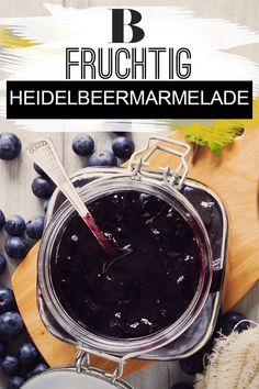 Heidelbeermarmelade: Das beste Rezept Blueberry jam: the best recipe. Fruity blueberry jam is extremely popular as a spread. We reveal how you can easily make the delicious blueberry jam yourself. Fruity Drinks, Healthy Drinks, Jam Recipes, Dessert Recipes, Drink Recipes, Diy Snacks, Blueberry Jam, Vegetable Drinks, Healthy Eating Tips