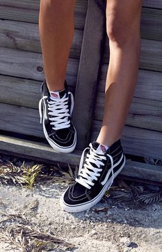Tendance Sneakers Vans Sneaker Schwarz US Black Vans Shoes, Black High Top Sneakers, Cute Sneakers, Vans Sneakers, Cute Shoes, Sneakers Workout, Pink Vans, High Top Vans, Vans Sk8 Hi Outfit