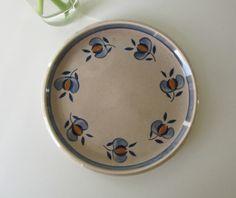 One Vintage Beige Plate with Blue and Yellow Handpainted Retro Floral Design by Boch la Loviere 60s door Vantoen op Etsy
