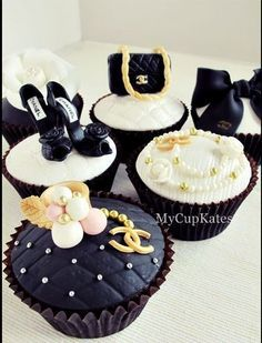 Love the Chanel items on these cupcakes, how fun! Pretty Cupcakes, Beautiful Cupcakes, Yummy Cupcakes, Chanel Cupcakes, Chanel Cake, Coco Chanel, Cupcake Art, Cupcake Cookies, Bolo Fack
